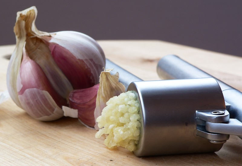 Garlic and garlic paste