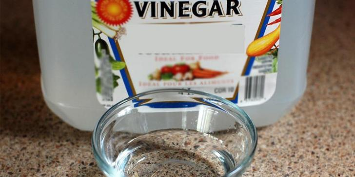 vinegar-removes-wet-stains